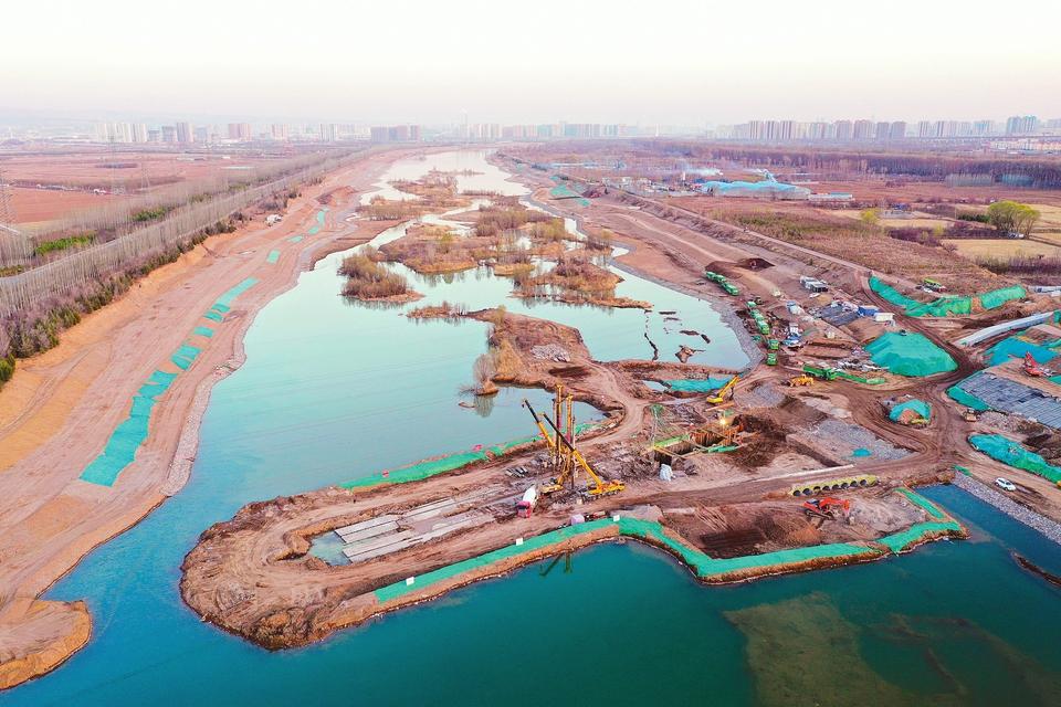 汾河生态景观带四期湿地公园暨太原市汾河生态水利工程将最大限度的保留河道的原始生态面貌。(山西晚报 马立明 摄)