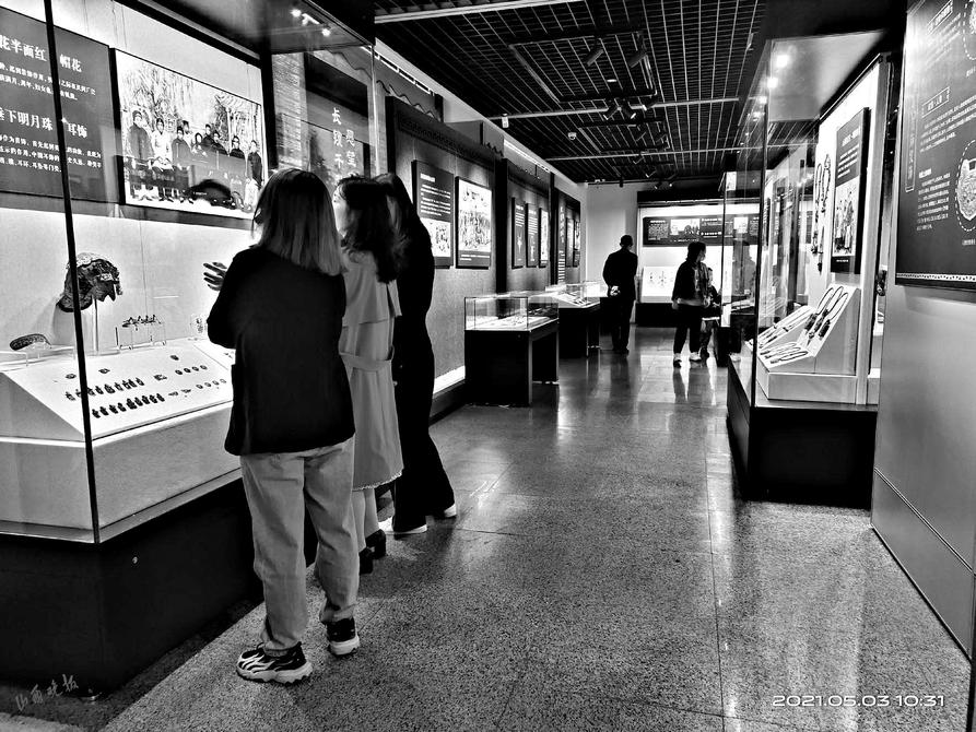 山西传统银饰展火爆阳泉市博物馆 至今已有近万观众来参观